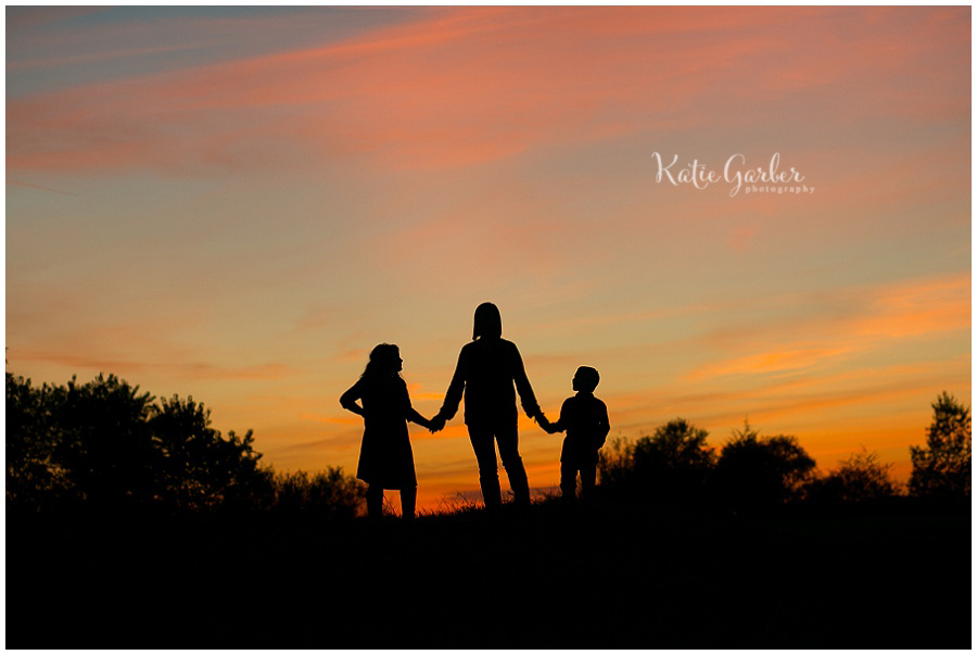 mother children silhouette